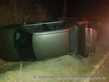 Criminosos capotam carro durante perseguição policial em Itaitinga - Diário do Nordeste