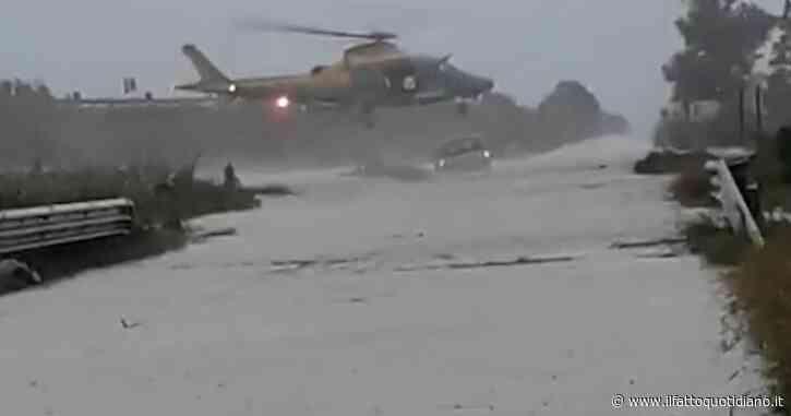 Crotone, si butta dall'elicottero per salvare una donna intrappolata nell'auto. Lo spettacolare intervento dei finanzieri dopo il nubifragio
