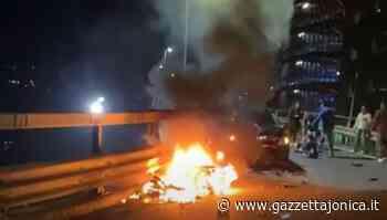 Taormina scontro auto motorino, Prende fuoco lo scooter, si salva il giovane alla guida , Attualità - Gazzetta Jonica