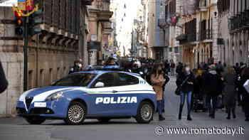 Roma, controlli anti assembramenti: nelle vie dello shopping transenne per filtrare l'accesso