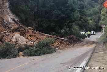 Vía Bogotá-Choachí se encuentra cerrada por deslizamiento de tierra - La FM