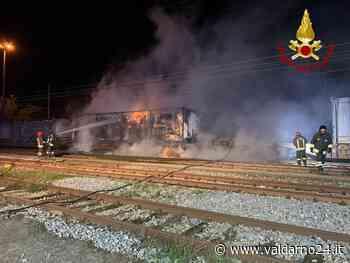 Prende fuoco un vagone merci. Vigili del Fuoco di Montevarchi in azione nella notte - Valdarno24
