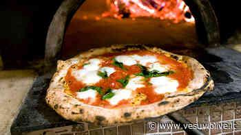 Pizza gratis a Pompei: per 4 giorni 300 pizze al giorno ai più bisognosi - Vesuvio Live