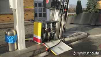 Kassel: Frau reißt mit ihrem Auto Tanksäule um und flüchtet - HNA.de