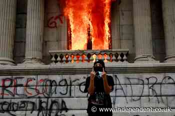 Hundreds of protestors set fire to government building in Guatemala