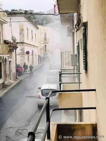 Fili dell'illuminazione pubblica a fuoco in via Carcere a Scicli Scicli - RagusaNews