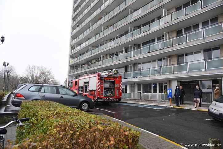 Kookpot op het vuur vergeten, brandweer heeft situatie in appartementsblok snel onder controle<BR />