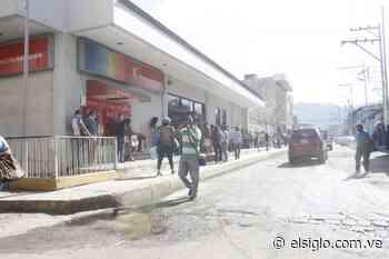 Centro de Turmero full de personas haciendo compras - Diario El Siglo