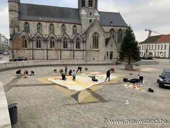 Reusachtige krijttekening op Sint-Poppoplein voor Warmste Week