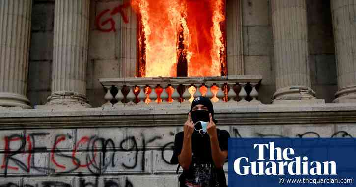 Guatemala protesters set congress on fire during budget protests