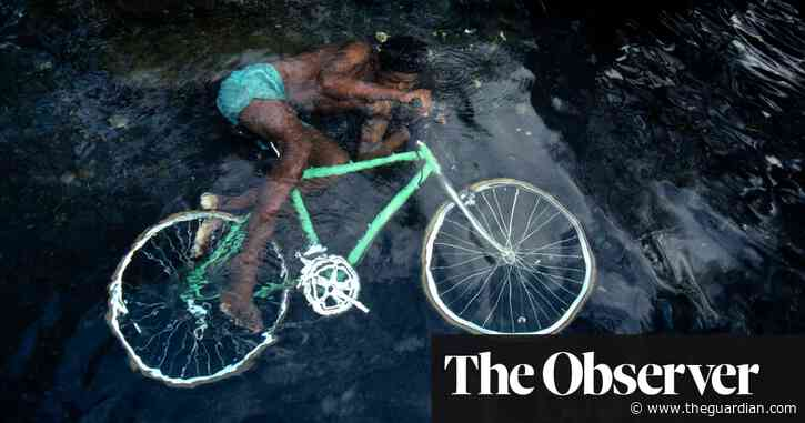 The big picture: underwater cycling with Bruno Barbey