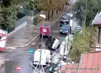 Auto dentro un tombino a Palermo si ribalta: ferito soccorso dai pompieri - Nuovo Sud