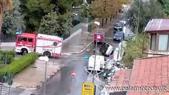 """Maltempo, strade allagate e tombini """"esplosi"""": scia di incidenti in poche ore - PalermoToday"""