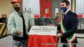 """A Cinisello Balsamo arriva piazza Sfera Ebbasta. """"Ha raggiunto traguardi importanti"""" - Il Primato Nazionale"""