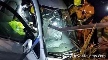 Salva la vida tras caer con su coche a un barranco en Moraira y atravesar un hierro la luna - Levante-EMV