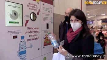 VIDEO | Le macchine mangiaplastica arrivano al mercato, con riciclo lo sconto sulla spesa