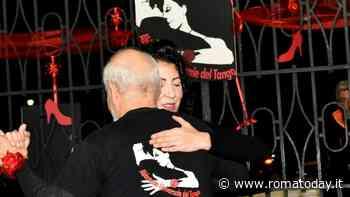 Tango solidale dalle scarpe rosse, installazione artistica contro la violenza