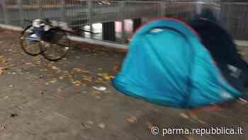 """Senzatetto multati in stazione a Parma, Casa: """"Intervento legittimo"""". Rossi: """"Le sanzioni non risolvono il problema"""" - La Repubblica"""