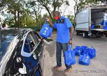 Aaron Gordon Helps Sponsor the Magic and Amway Corporation's Car Trunk Turkey Dinner Distribution