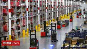 Coronavirus: Retail workers 'scared' as cases surge - BBC News