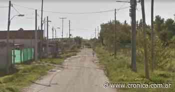 Cortaba el pasto frente a su casa en Virrey del Pino y encontró una bolsa con huesos humanos - Crónica