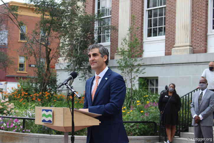 Burlington Mayor Miro Weinberger urges caution as weekly cases rise