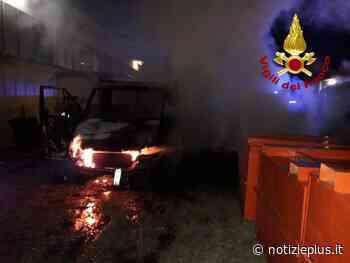 In fiamme i furgoni di un'azienda, si ipotizza il dolo - Notizie Plus
