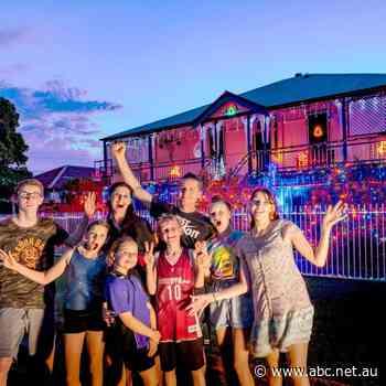 Bundaberg family light up the Christmas spirit - Breakfast - ABC News