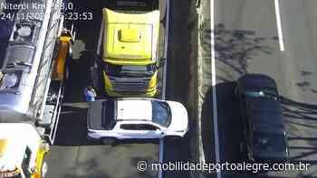 Colisão entre veículos bloqueia parcialmente BR-116 em Canoas - Mobilidade Porto Alegre