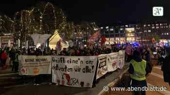 Jungfernstieg: 300 Menschen demonstrieren gegen Gewalt an Frauen