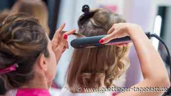 Englische Friseurin öffnet Salon trotz Lockdowns: 30.000 Euro Strafe