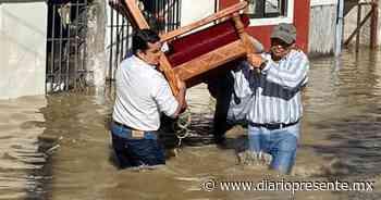 Cuadrillas de trabajadores de Tenosique ayudan a afectados por inundación - Diario Presente