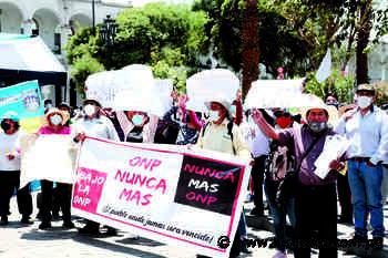 Marchan para que les devuelvan aportes – Los Andes - Los Andes Perú