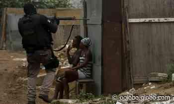 Polícia desmantela usina de carvão e lixão clandestinos em Duque de Caxias - Jornal O Globo