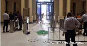 El fuerte operativo de seguridad en la Casa Rosada por el velatorio de Maradona - DIARIO DE CUYO