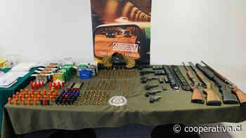 Operativo deja un carabinero detenido por tenencia ilegal de municiones y armas
