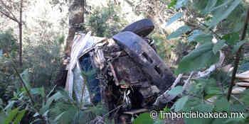 Vehículo de carga cae al fondo de barranco en San Miguel El Grande - El Imparcial de Oaxaca