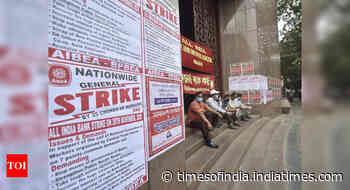 Strike impacts normal life in Kerala, West Bengal; banking operations hit