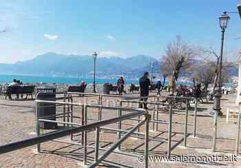 Salerno, lungomare Colombo con tanti a passeggio: è polemica sul web - Salernonotizie.it