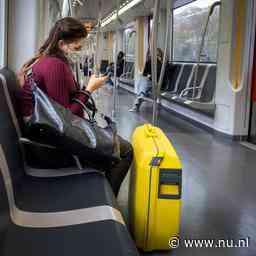 Treinen en bussen gaan door coronacrisis in 2021 veel minder rijden