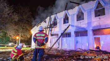 Videoaufzeichnung veröffentlicht - Polizei sucht Brandstifter von Scheffelhalle - BILD