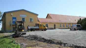 Bauarbeiten in Falkenhagen: Parkplatzbau am Ärztehaus Falkenhagen   MMH - Märkische Onlinezeitung
