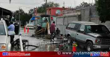 """Captan a trabajadores de Comapa Nuevo Laredo haciendo """"buzos"""", reconocen su trabajo - Hoy Tamaulipas"""