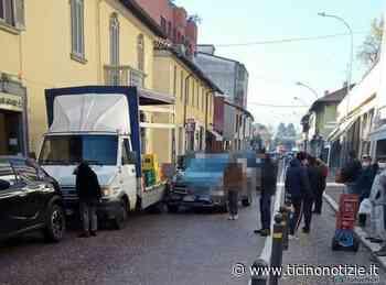 Magenta: auto contro camion dell'acqua in via Roma, solo danni ai mezzi - Ticino Notizie