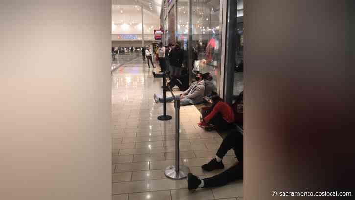 Social Distancing Rules May Cause Shoppers To Wait To Get Inside Roseville Galleria