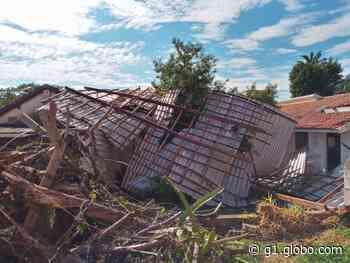Temporal arranca cobertura de vestiário em Capela do Alto - G1