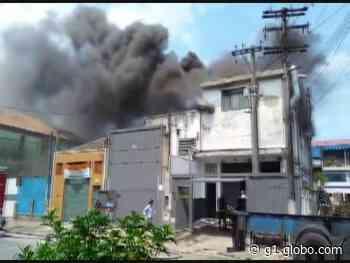 Incêndio atinge fábrica de canoas havaianas em Santos, SP - G1