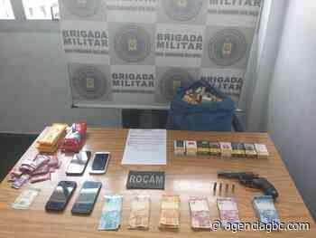 Dupla que assalta posto de combustíveis em Canoas e rouba até chocolate e chicletes - Agência GBC