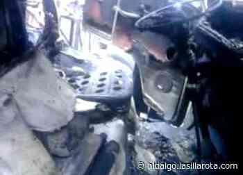 Se incendia combi en bulevar de Pachuca - La Silla Rota