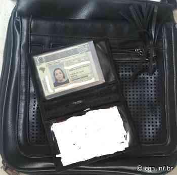 Bolsa com carteira e documentos em nome de Cibele Aparecida foi encontrada no Jardim Brasília - CGN